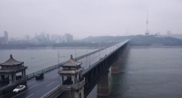 武汉长江大桥《武汉的一天   2020年1月24日》视频截图 拍摄 杨柯 来源 新华社