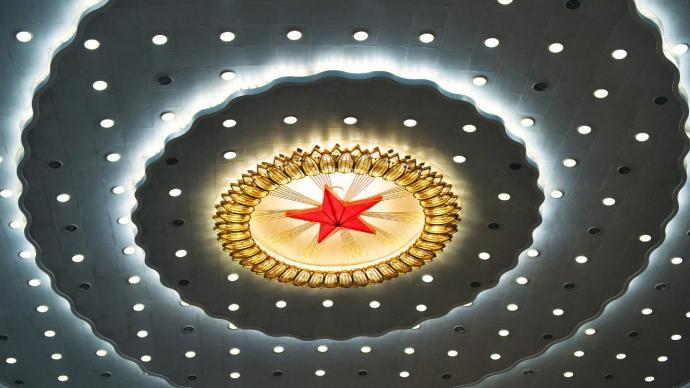 3月8日:十三届全国人大四次会议举行第二次全体会议