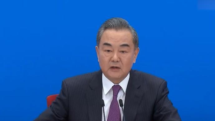 王毅:中美之间要公平公正良性竞争,提升自己照亮对方