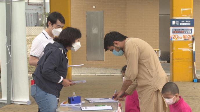 香港市民街站签名支持全国人大完善特区选举制度