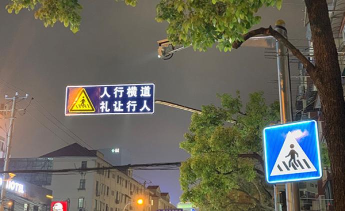 """这里的指示牌会发光,上海浦东试点""""自发光""""交通组合设施"""