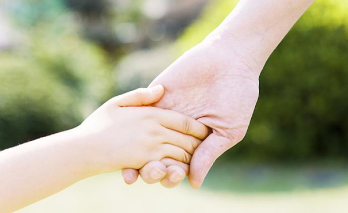 抱薪者子女教育陪伴公益项目:首批支持彭银华烈士等5个家庭