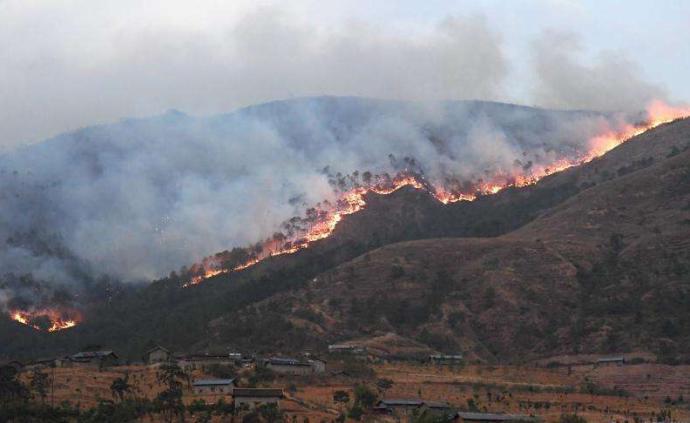 """西昌警方逐户调查起火点,马鞍山两侧村民都说""""是山那边的"""""""