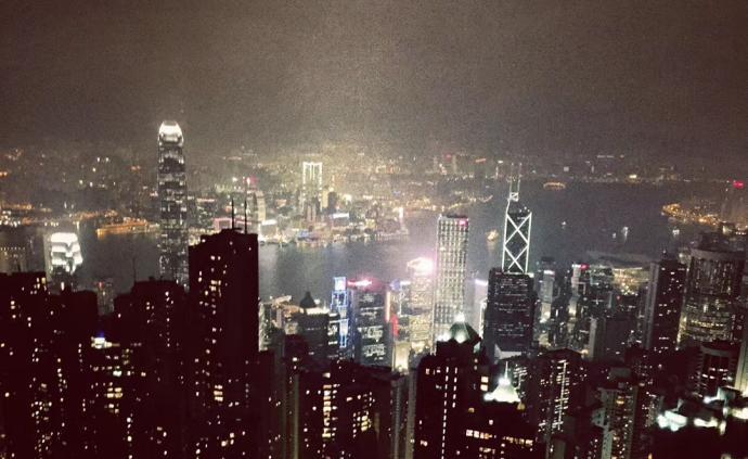 暴徒堵路、纵火、袭击市民,香港警方已拘捕逾180人