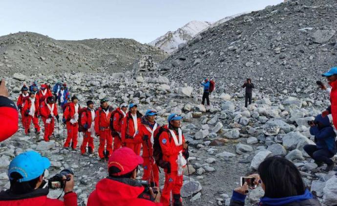 珠峰高程测量登山队28日20时45分安全返回珠峰大本营