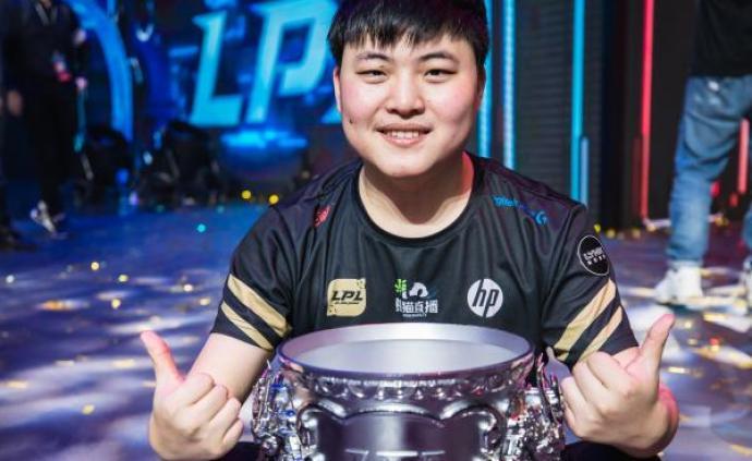 uzi和我们的青春记忆:他陪中国电竞走出蛮荒,步入盛世