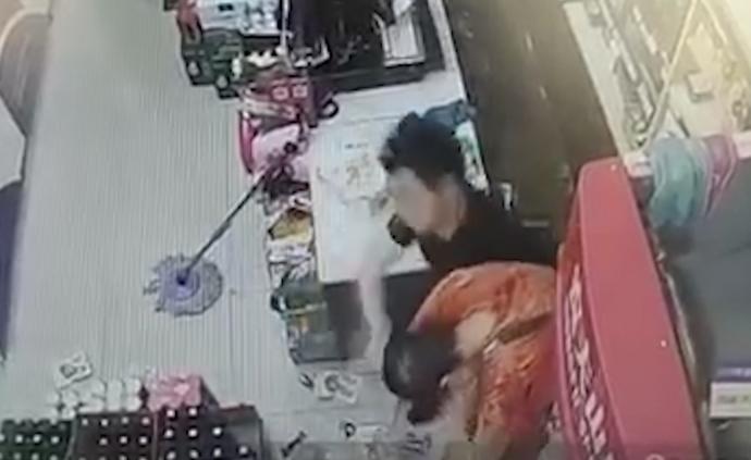 6瓶酒砸倒抢劫男子
