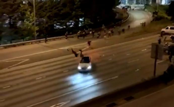 美一男子驾车冲撞抗议者,2女子被撞飞生命垂危