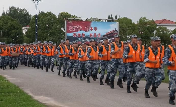 四川广汉花炮厂燃爆空降兵千人紧急驰援湖北黄梅