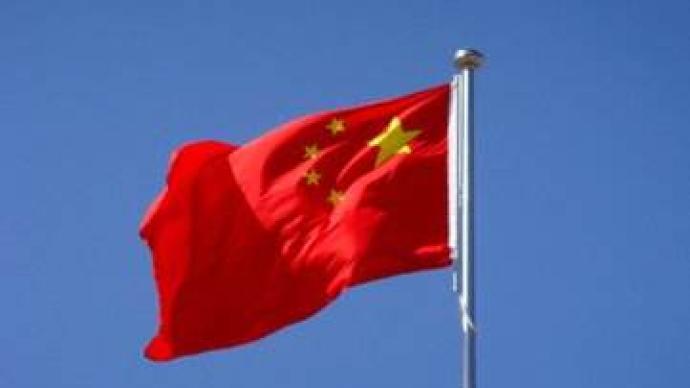 陕西绥德一村委会倒挂国旗,村干部:升国旗的没文化,会重挂