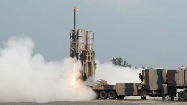 """印度试射""""无畏""""导弹。"""