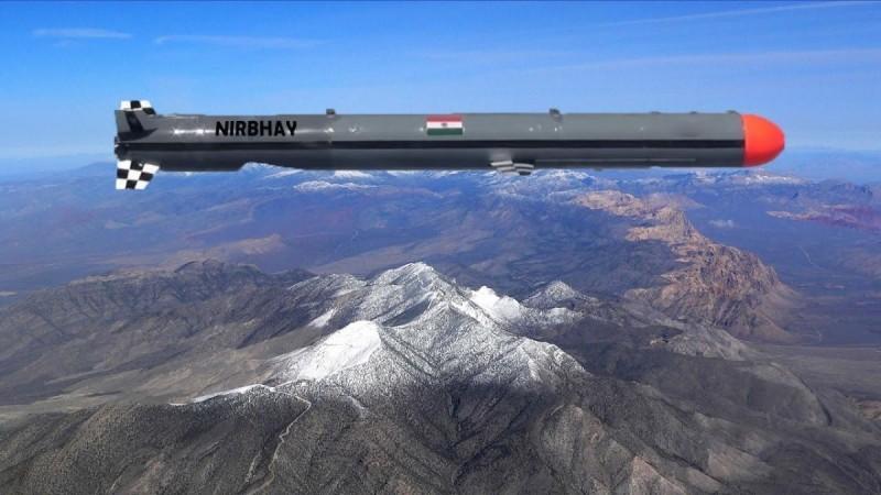 """飞行中的""""无畏""""导弹,外形与美国""""战斧""""巡航导弹非常相似。"""