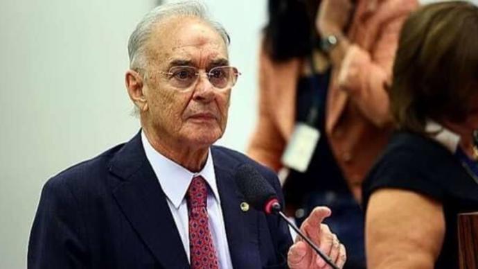 巴西一参议员因新冠病逝,系该国国会首位新冠死亡病例