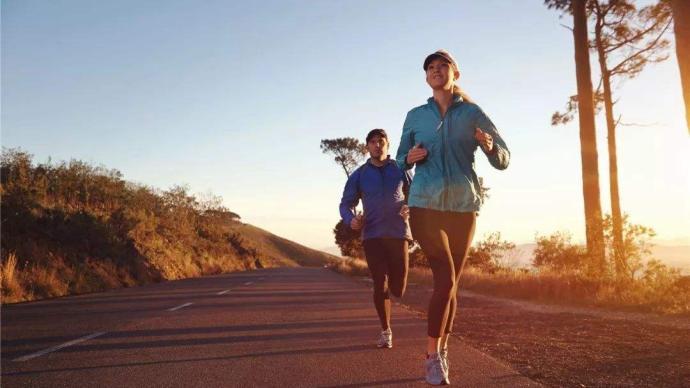 盐城马拉松出现两起跑者心脏骤停,秋冬跑步该如何保护身体?
