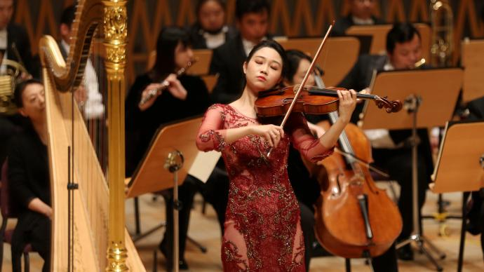 """""""斜杠""""青年巴桐,成了上海交響樂團的""""住團""""藝術家"""