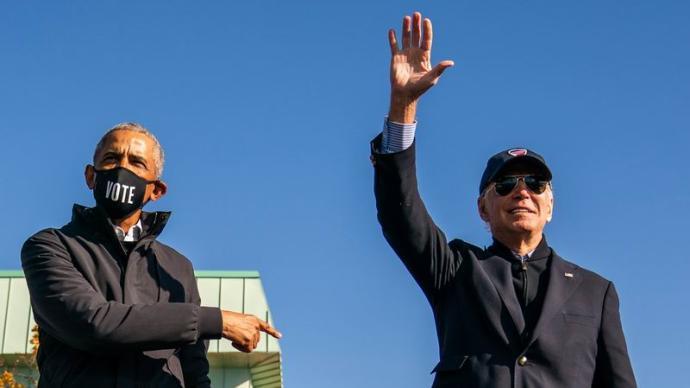 从《答应我爸爸》到《应许之地》,拜登和奥巴马如何回忆彼此