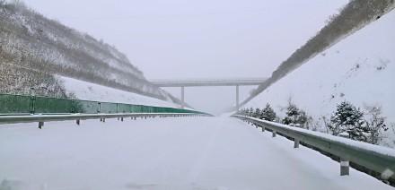 山西因降雪部分高速封闭。 @山西高速交警五支队 图