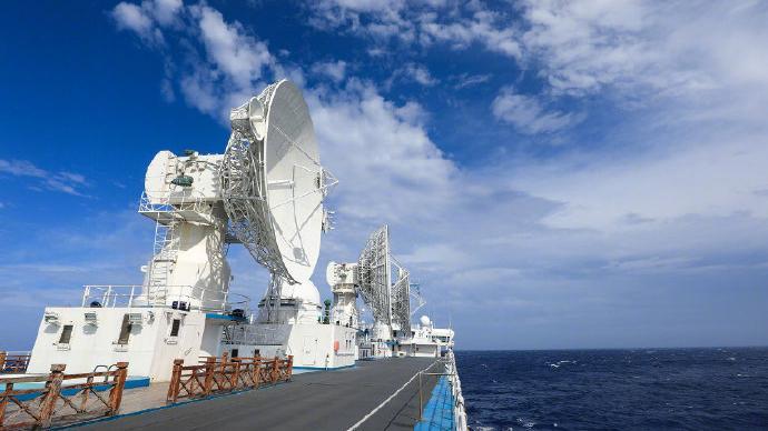 两艘远望号船联手护送嫦娥五号飞天