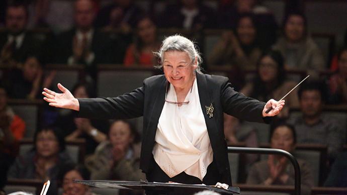 91歲女指揮鄭小瑛要來上海,牽手廈門樂團奏新年交響詩篇