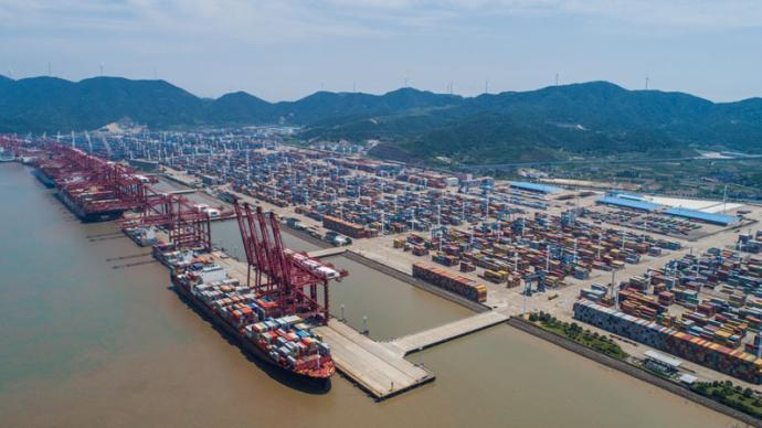 外贸回暖集装箱需求大,宁波舟山港10月集装箱吞吐量增两成