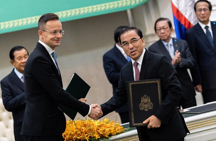 西亚尔托访问柬埔寨 央视新闻 图