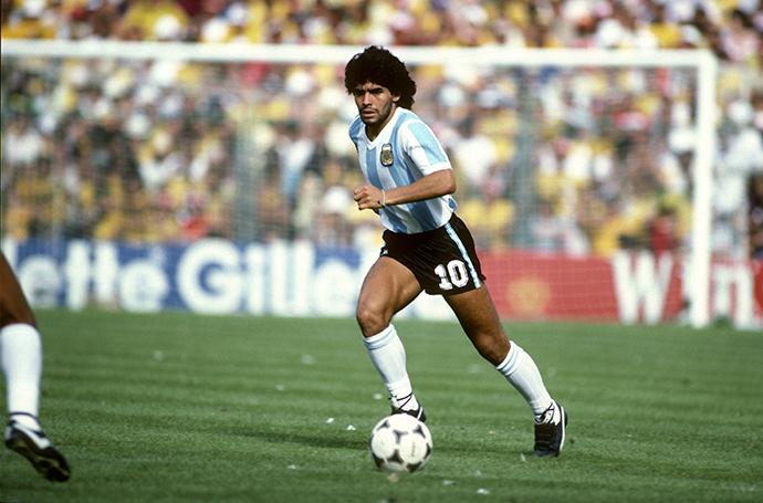 马拉多纳在1982年西班牙世界杯小组赛上。