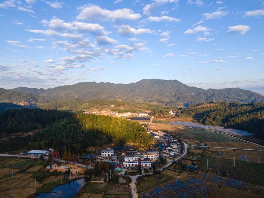 11月25日,三明市明溪县夏阳乡,坐落于福建君子峰国家级自然保护区内的紫云村。
