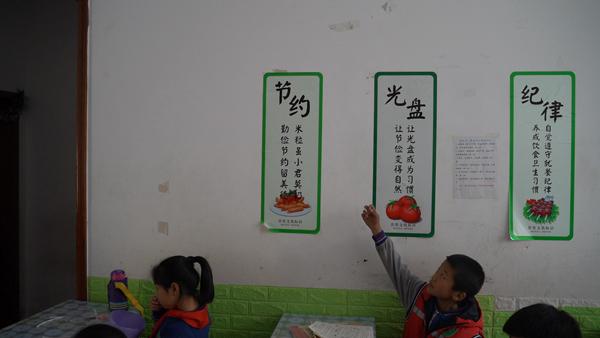 """11月5日,南栗小学门口的""""小饭桌"""",范小勤已经很久没来这里了。 赵志远 摄"""