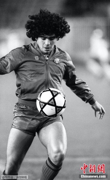 1982年11月13日,邪在巴塞罗当时期的马推多缴。