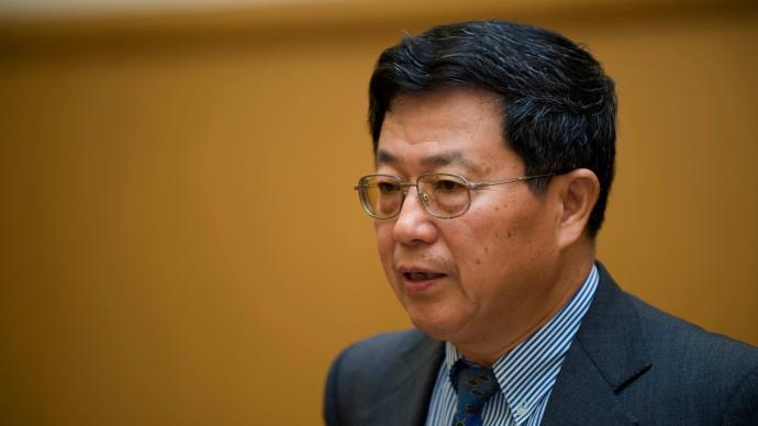 迟福林:未来5到10年中国对全球经济贡献率有望维持25%-30%