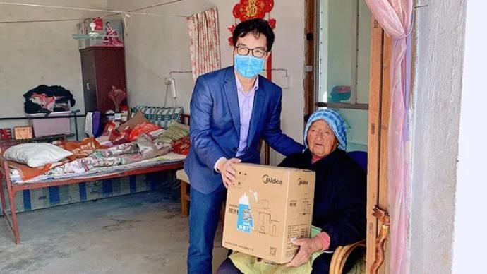 102歲阿婆收獲了一臺榨汁機,上海奉賢四團鎮為老人們圓夢
