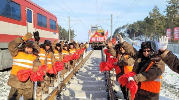 牡佳高铁全线铺轨完成,系全国在建最东端高寒高铁