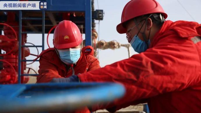 新疆准噶尔盆地东部试采高产工业油气井,日产气近2万立方米