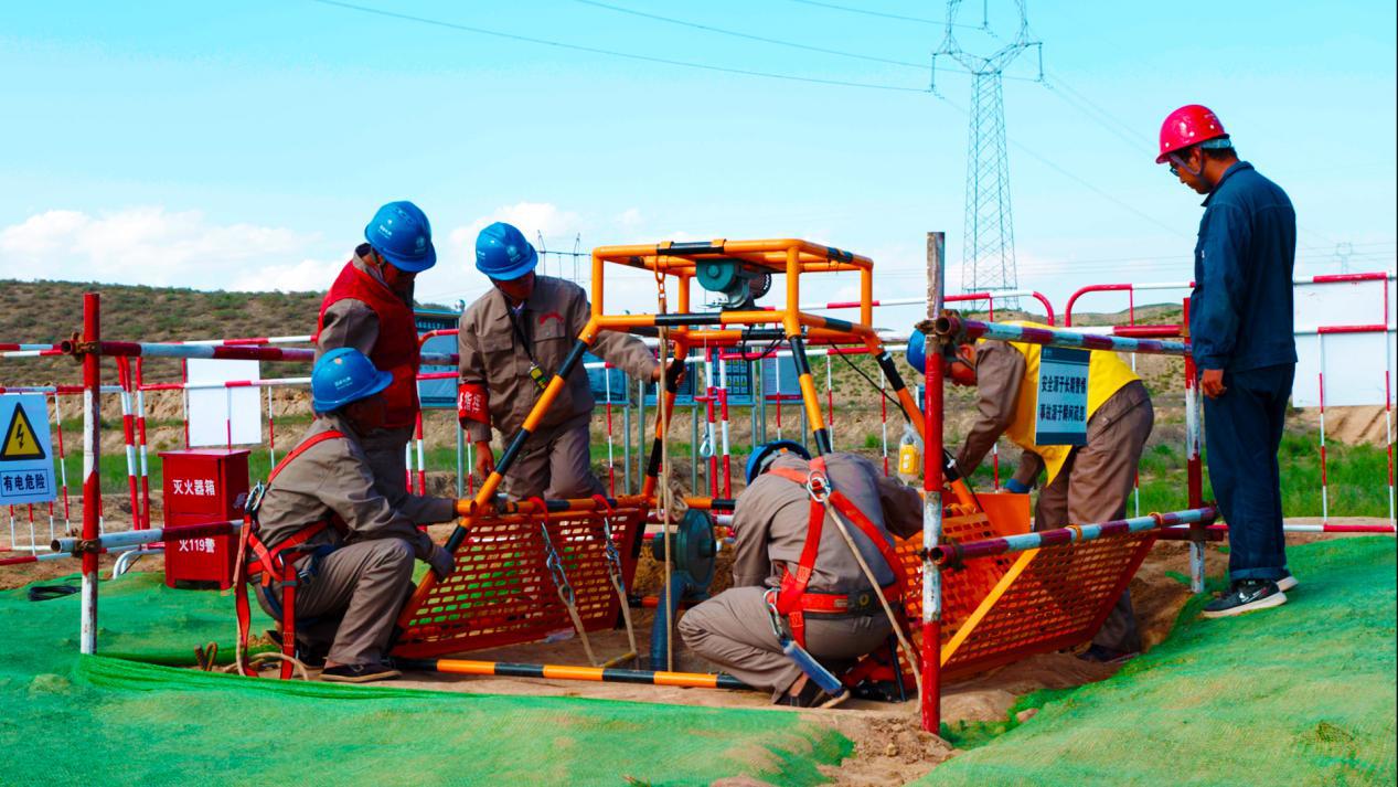 甘肅電力自主研發的一體化深基坑作業智能機應用于施工作業