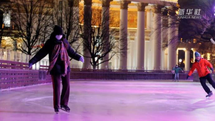 俄罗斯大型滑冰场对外开放,可同时容纳4500人