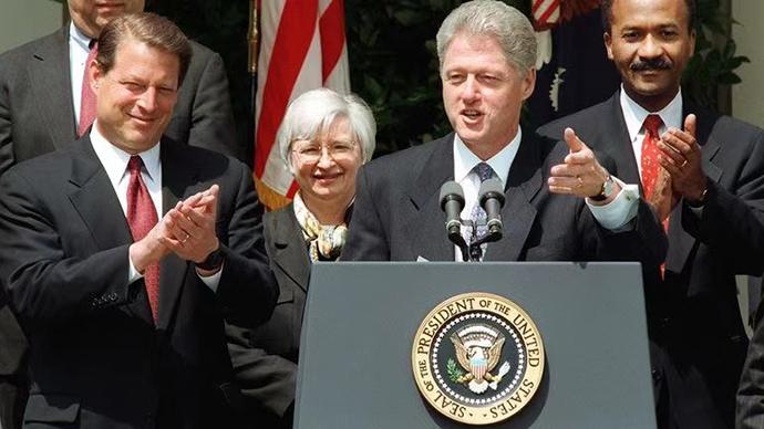 耶伦在前总统克林顿政府担任经济顾问委员会主席