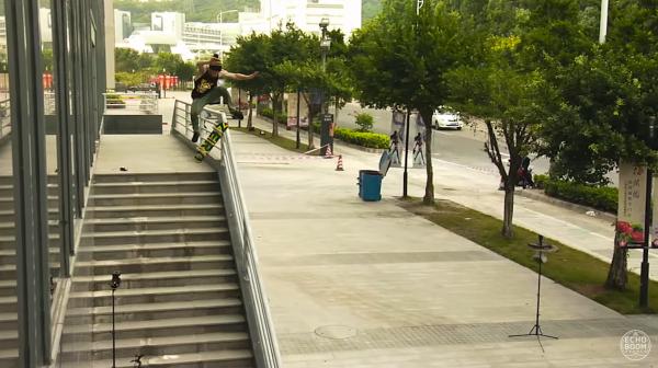 滑板人Tommy Sandoval在中国,图片出自LRG Clothing出品的视频1947(2015)。视频导演为Kyle Camarillo。