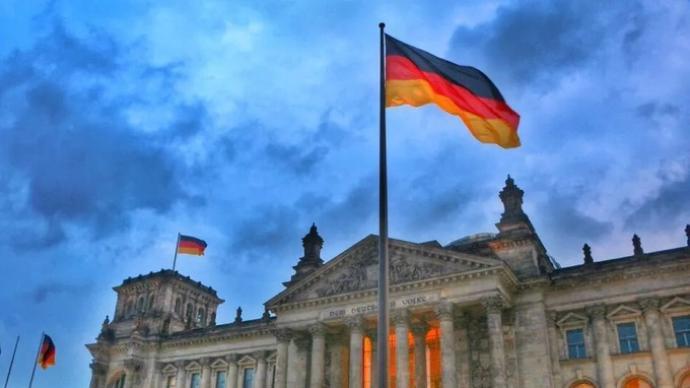 德国查禁极右组织,内政部长:德国没地方容得宣扬纳粹的组织