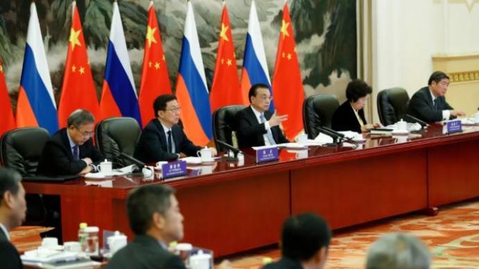 李克强同米舒斯京共同主持中俄总理第二十五次定期会晤