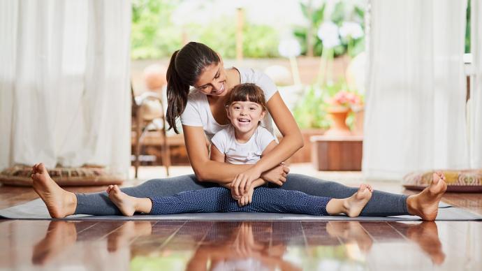 既享受親密時光,又鍛煉放松兩不誤,你們今天親子瑜伽了嗎