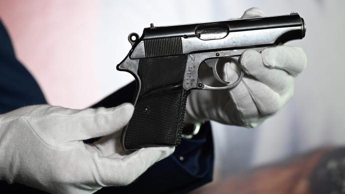 外媒:007在《诺博士》里用过的手枪,拍出25.6万美元