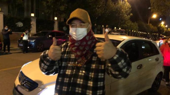 """刚刚上海明天华城小区正式""""解封"""",居民走出小区双手点赞"""