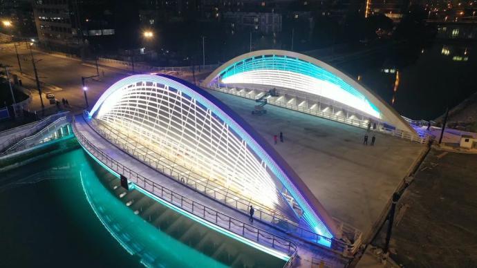 """惊艳了夜幕中的苏州河,""""苏河之眼""""昌平路桥今起正式通车"""