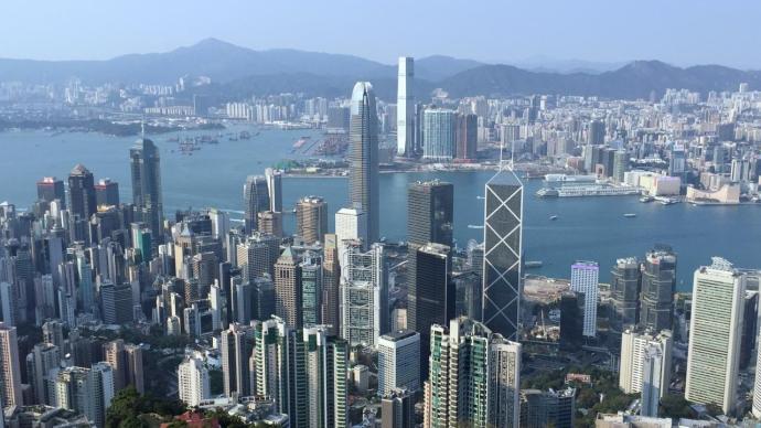 香港新增90例确诊病例较前一日有回落,其中31例源头不明