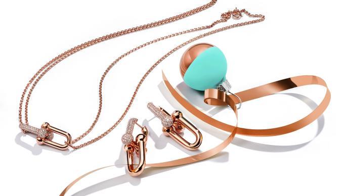 用這些寓意甜蜜的璀璨珠寶,點亮節日歡愉