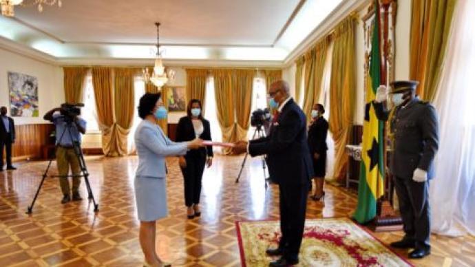 新任大使徐迎真遞交國書,圣普總統表示堅定奉行一中原則