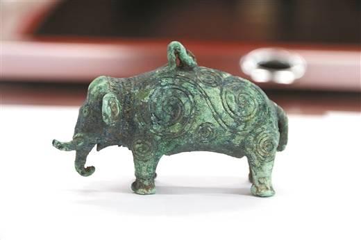 战国象形铜器。