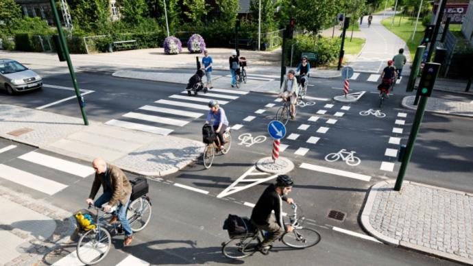 交通設施︱騎自行車過馬路被罰,規定是否合理?