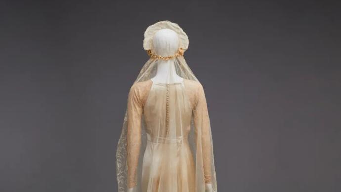 40件19世紀以來西方婚紗服飾,呈現白色婚紗流行史