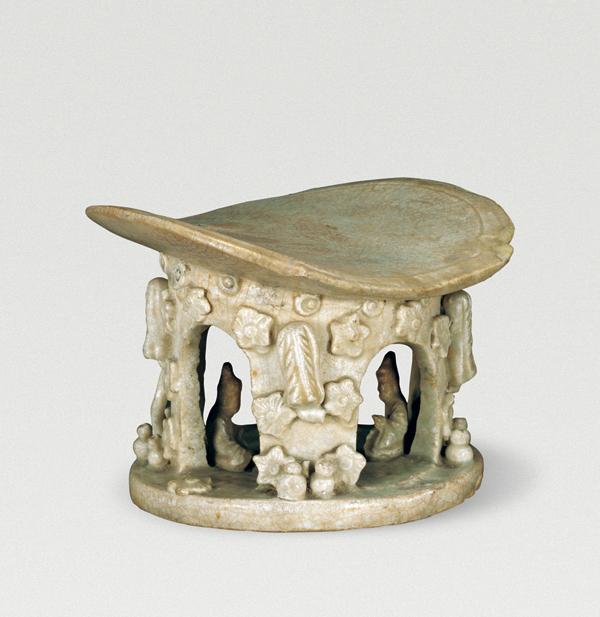 湖北黄梅墓葬出土的宋代青白釉瓷枕,也表现了山中仙人对弈的场景。